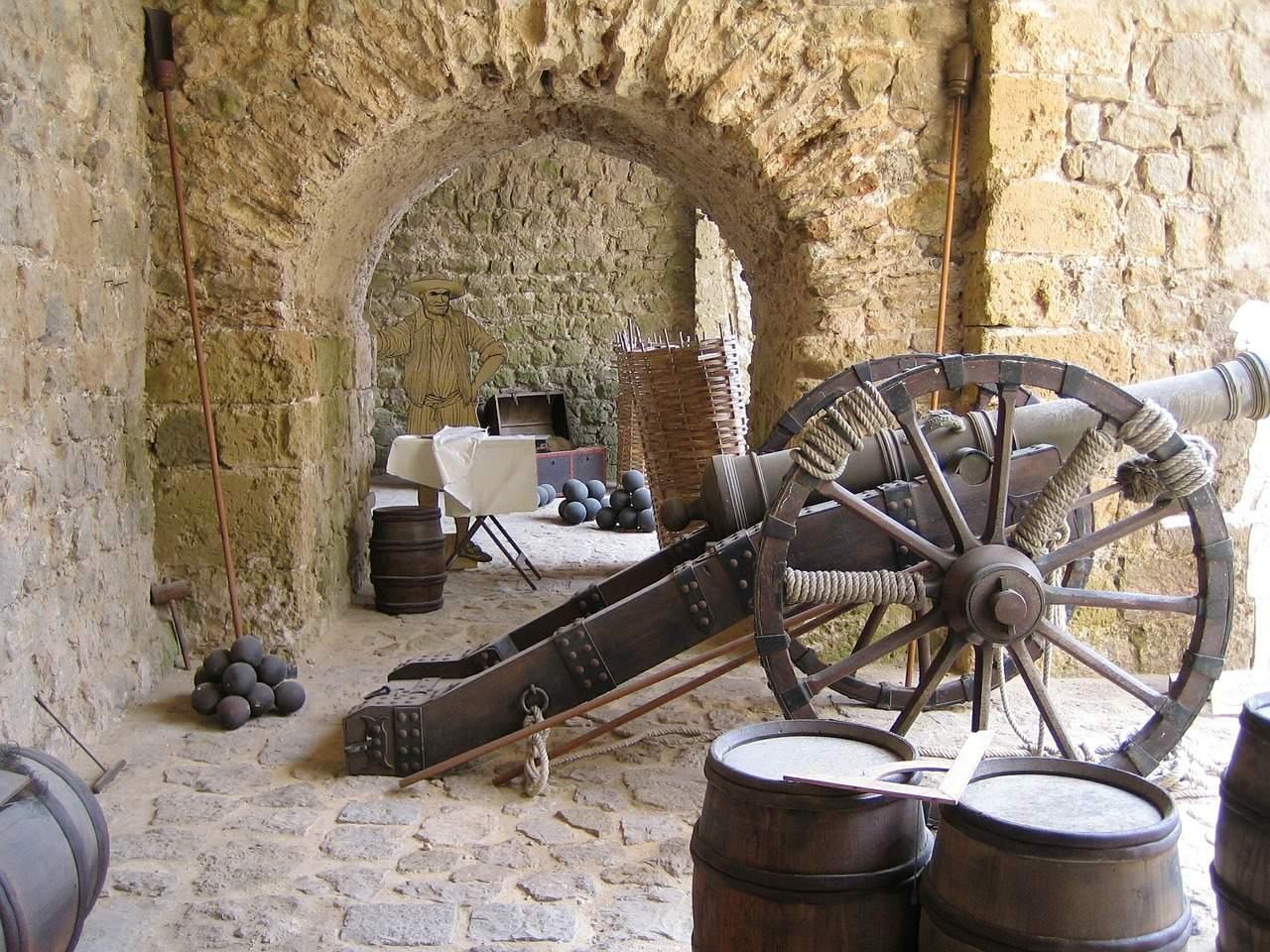 Bezienswaardigheid Ibiza Stad Oud kanon